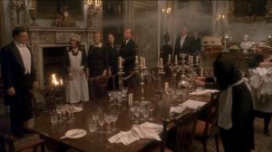 Oh! La belle argenterie! Dans le film Gostford Park, Robert Altman a demandé à des domestiques de travailler en tant que consultants. Derek Jacobi utilise à un moment un produit rosé ressemblant fort au Hargety, pour nettoyer des chandeliers en argent
